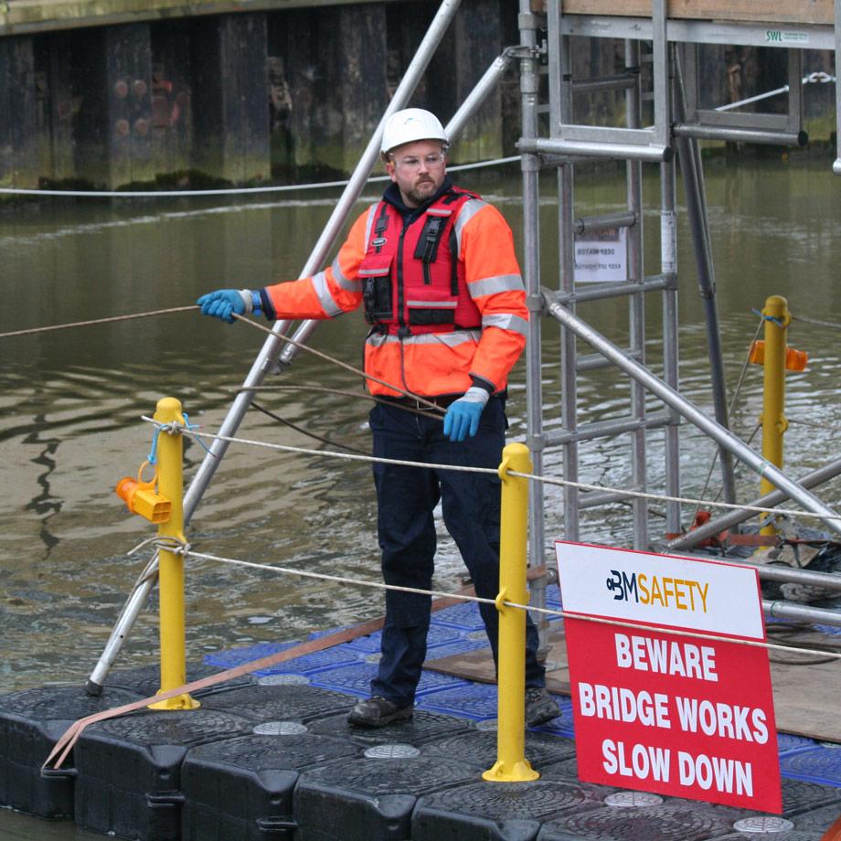 pontoon-work-platforms-chris